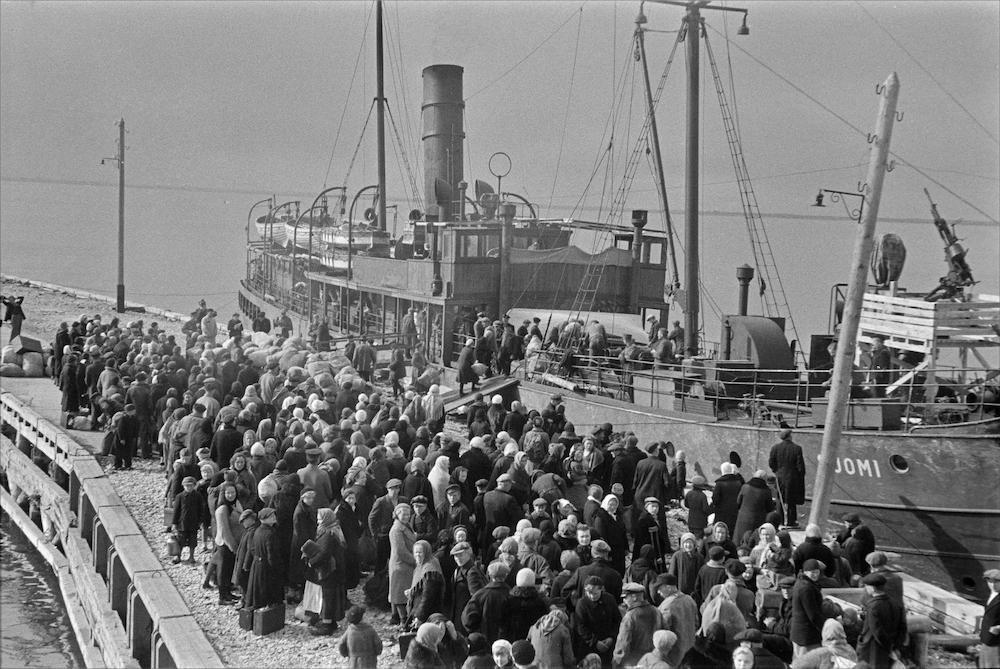 Sõjapõgenikud Paldiskis 1943. aasta varakevadel.